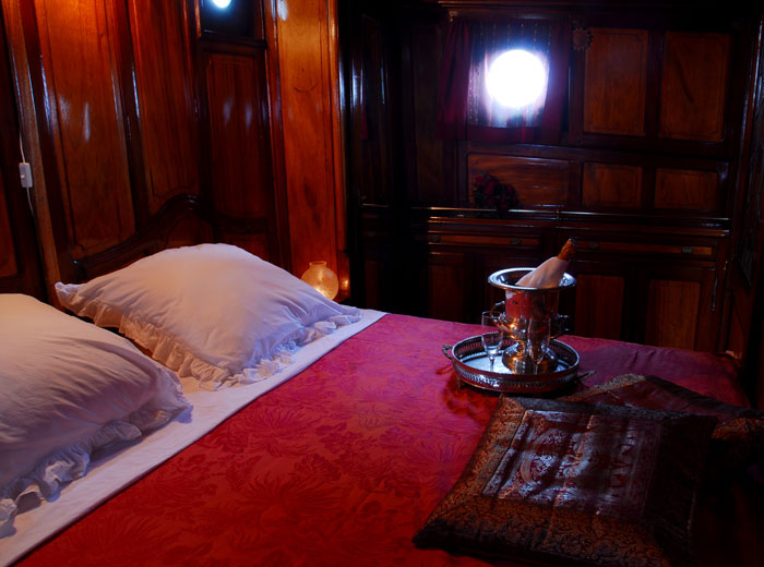 Barge Tango Captains Cabin